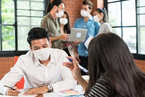 طرق للحماية من التقاط فيروس كورونا في الأماكن المغلقة